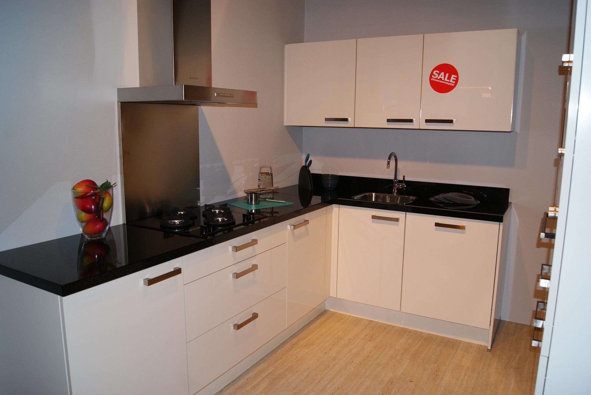 Budgetkeuken hooglans lak keuken met graniet 35836 - Keuken met granieten werkblad ...