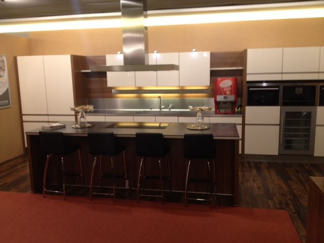 Budgetkeuken moderne keuken creme hoogglans 36096 - Afbeelding moderne keuken ...