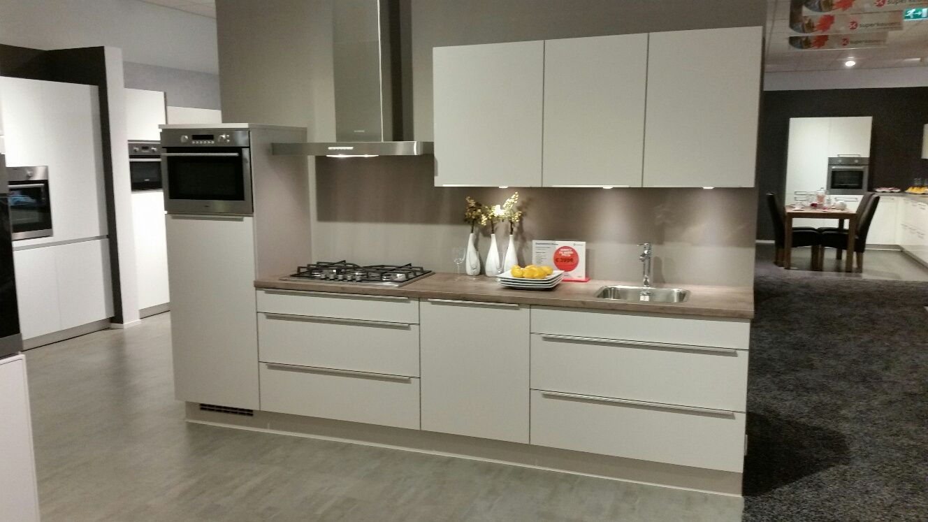Budgetkeuken luxe keuken met veel lades 53054 - Modele en ingerichte keuken ...