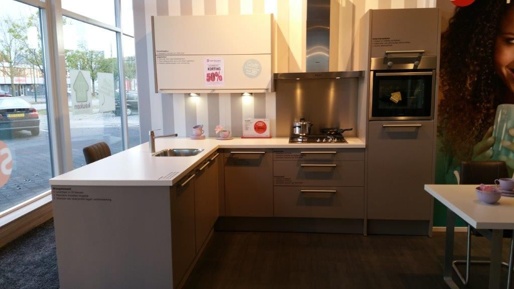 Budgetkeuken moderne hoek keuken met schiereiland 53055 - Hoek maaltijd ...