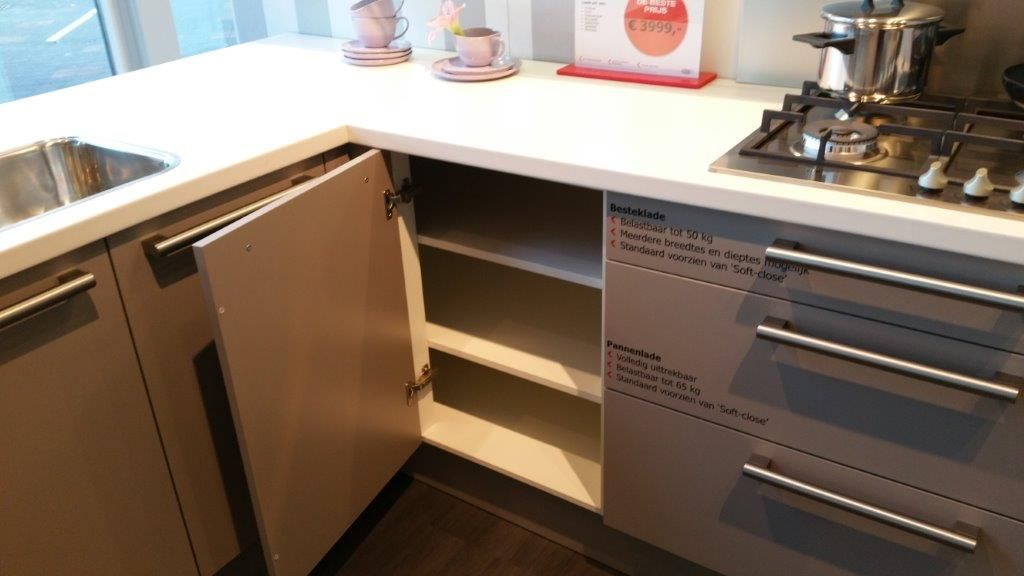 Budgetkeuken moderne hoek keuken met schiereiland 53055 - Moderne kleine keuken ...